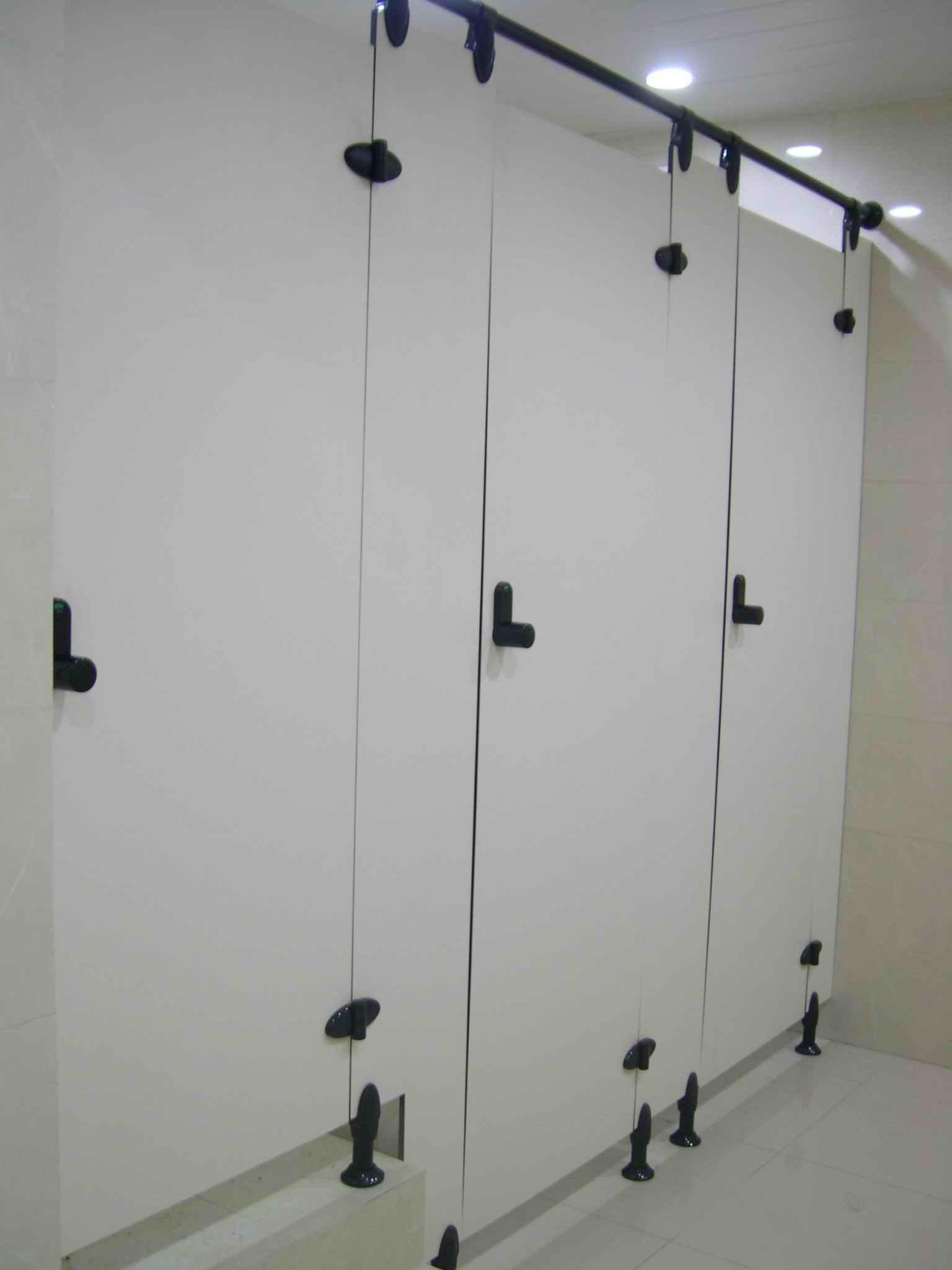 供应卫生间隔断厕所隔断洗手间隔断图片