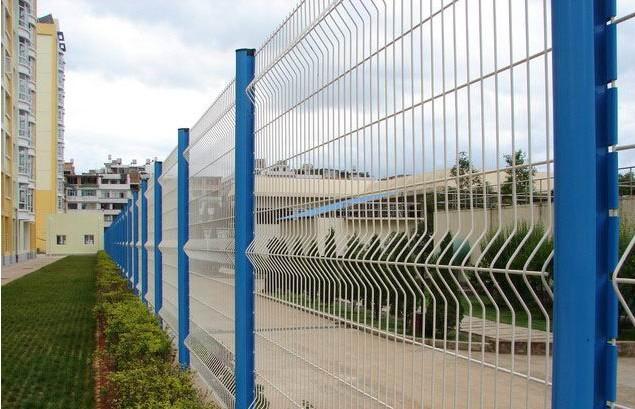 供应三角折弯型护栏图片