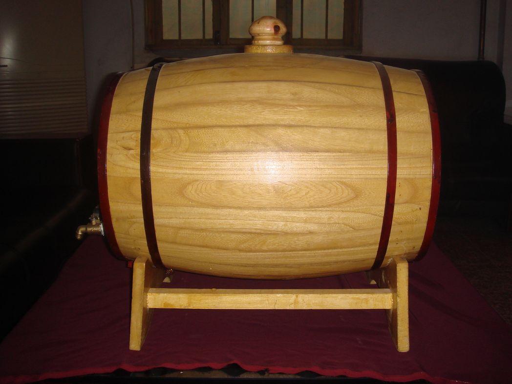 木酒桶矢量图