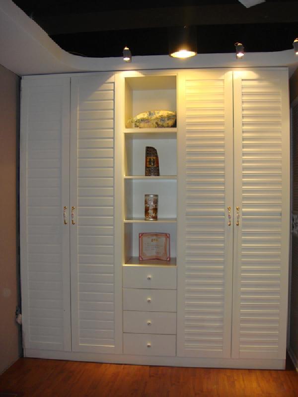 涵盖整体衣柜,衣帽间,时尚书柜,推拉柜门,隔断门,装饰柜,电视柜,鞋柜