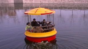 水上天坛脚踏船图片