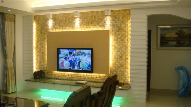 马赛克卫生间背景墙图片大全 还白色马赛克图案的墙砖用鲜明