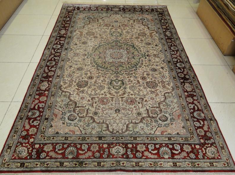 供应波斯风格图案设计的真丝地毯