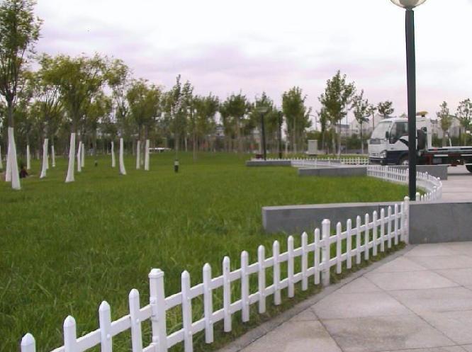 供应园林pvc护栏围栏 花坛护栏 pvc护栏厂家直销图片