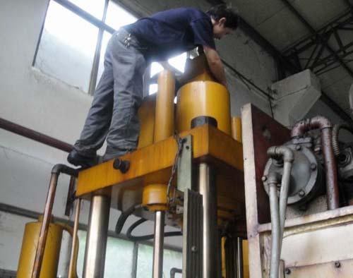 液压机_液压机供货商_液压机维修图片