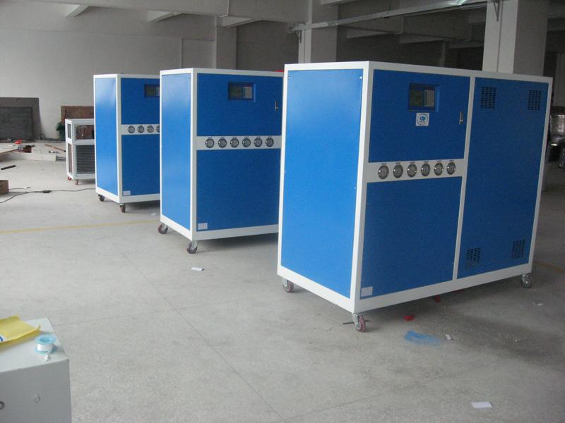 供应水冷箱型冷水机