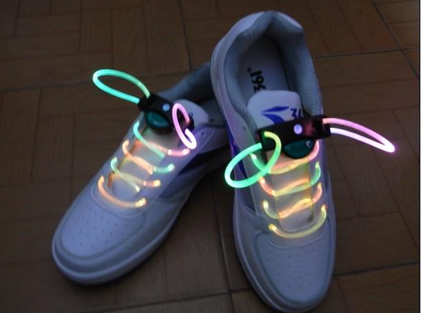 幼儿园手工制作鞋子系鞋带步骤