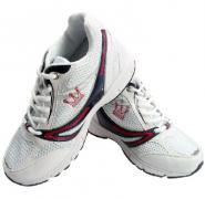 运动增高跑鞋图片