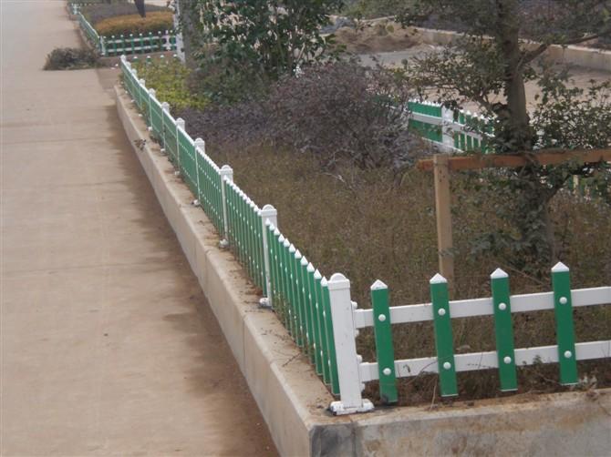 供应PVC绿化护栏图片
