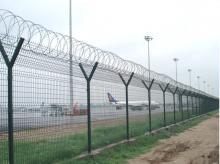 供应勾花网护栏镀锌钢喷塑护栏框架围栏双边丝护栏网格兰网